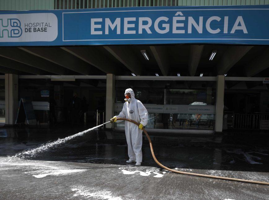 """Covid no Brasil: """"os governadores estão rompidos com o presidente"""""""